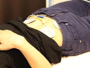 所沢市にある新所沢整骨院の産後骨盤矯正での楽トレの様子