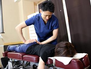 新所沢整骨院の交通事故によるむち打ち治療の様子